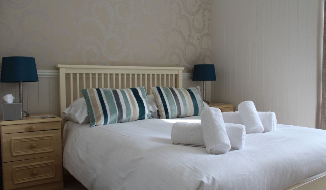 double bed - Camelot B&B